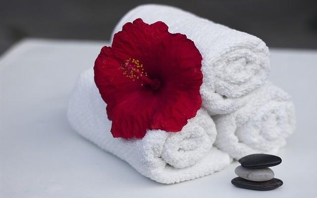 towel-860325_640-640x400